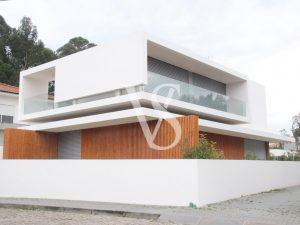 Moradia Nova Fabulosa, 4 Frentes, Piscina, Suites, Bom Espaço Exterior.